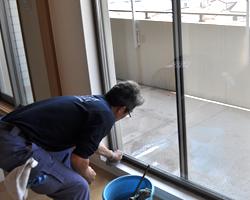窓ガラスとサッシの掃除(室内)
